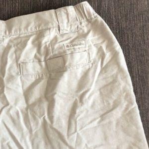 Columbia Cliff Lakes cargo shorts